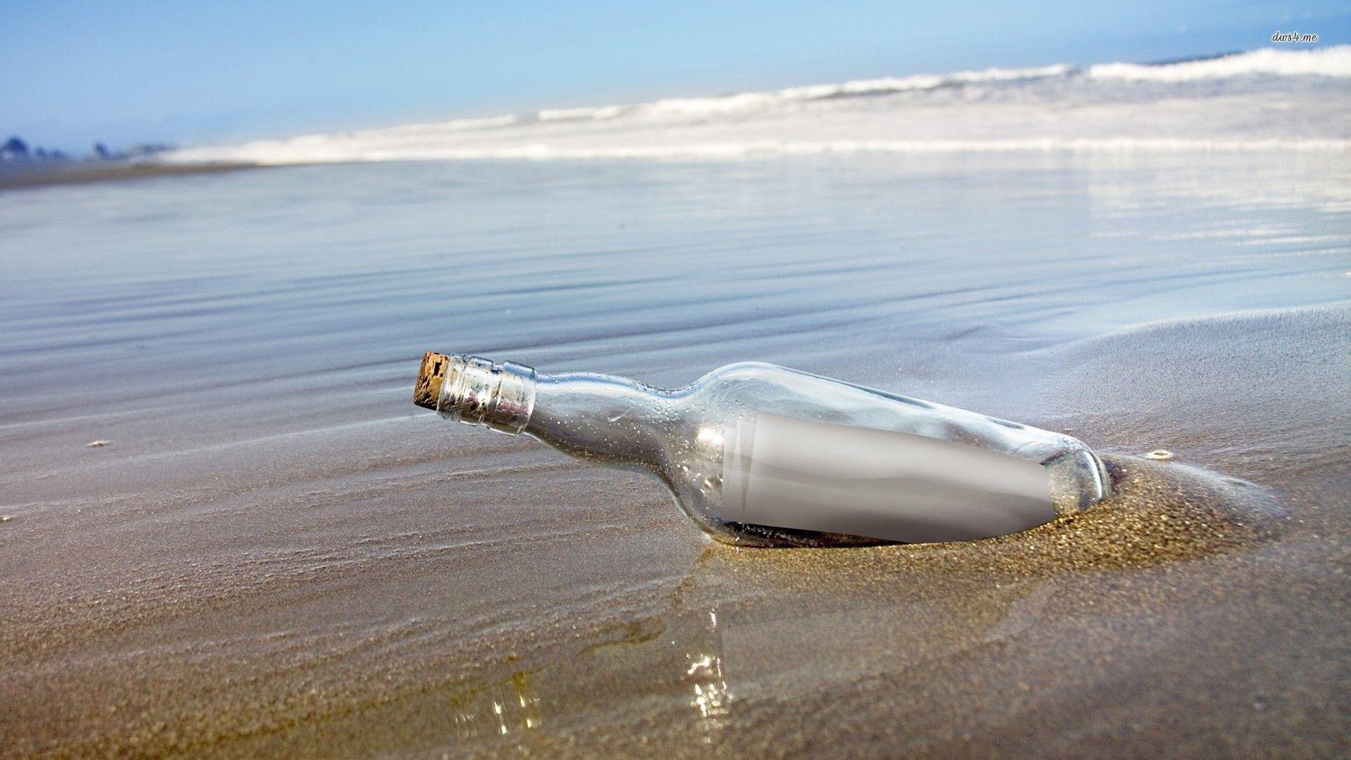 Messaggi in bottiglia ritrovati dopo anni: i casi più curiosi