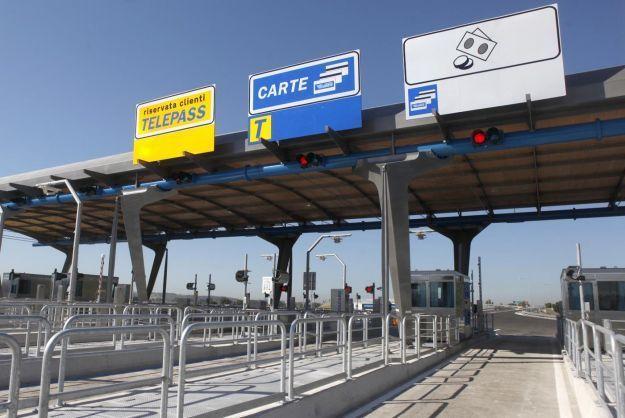 Sconto autostrade per pendolari al via: requisiti e importi