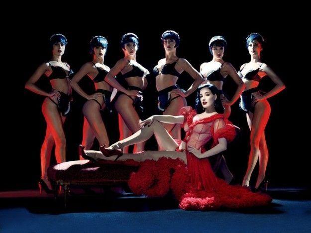 Crazy Horse Paris a Milano, il cabaret della capitale francese sbarca al Teatro Nuovo
