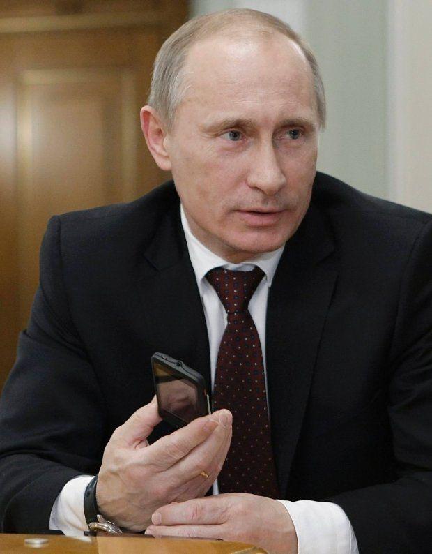 Wladimir Putin con MTS Glonass 945