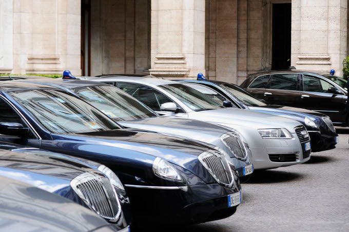 Auto blu in vendita su Ebay: quali sono quelle messe all'asta?