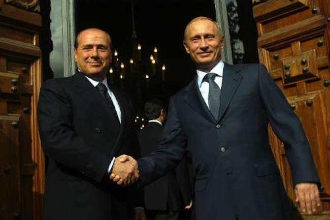 Silvio Berlusconi e Vladimir Putin: tutti quelli che difendono il presidente russo