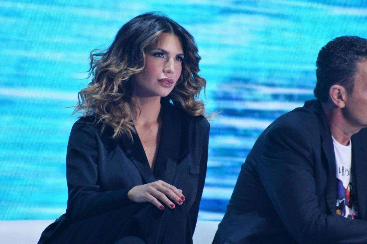 Claudia Galanti mamma: prima uscita con Carolina