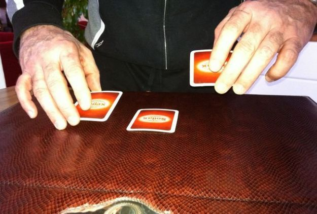 Gioco delle tre carte: la spiegazione della truffa