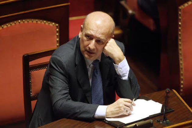 Sandro Bondi poesie, Berlusconi è la sua musa?