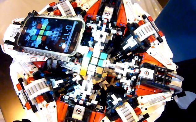 Robot di Lego può risolvere il cubo di Rubik in 3 secondi
