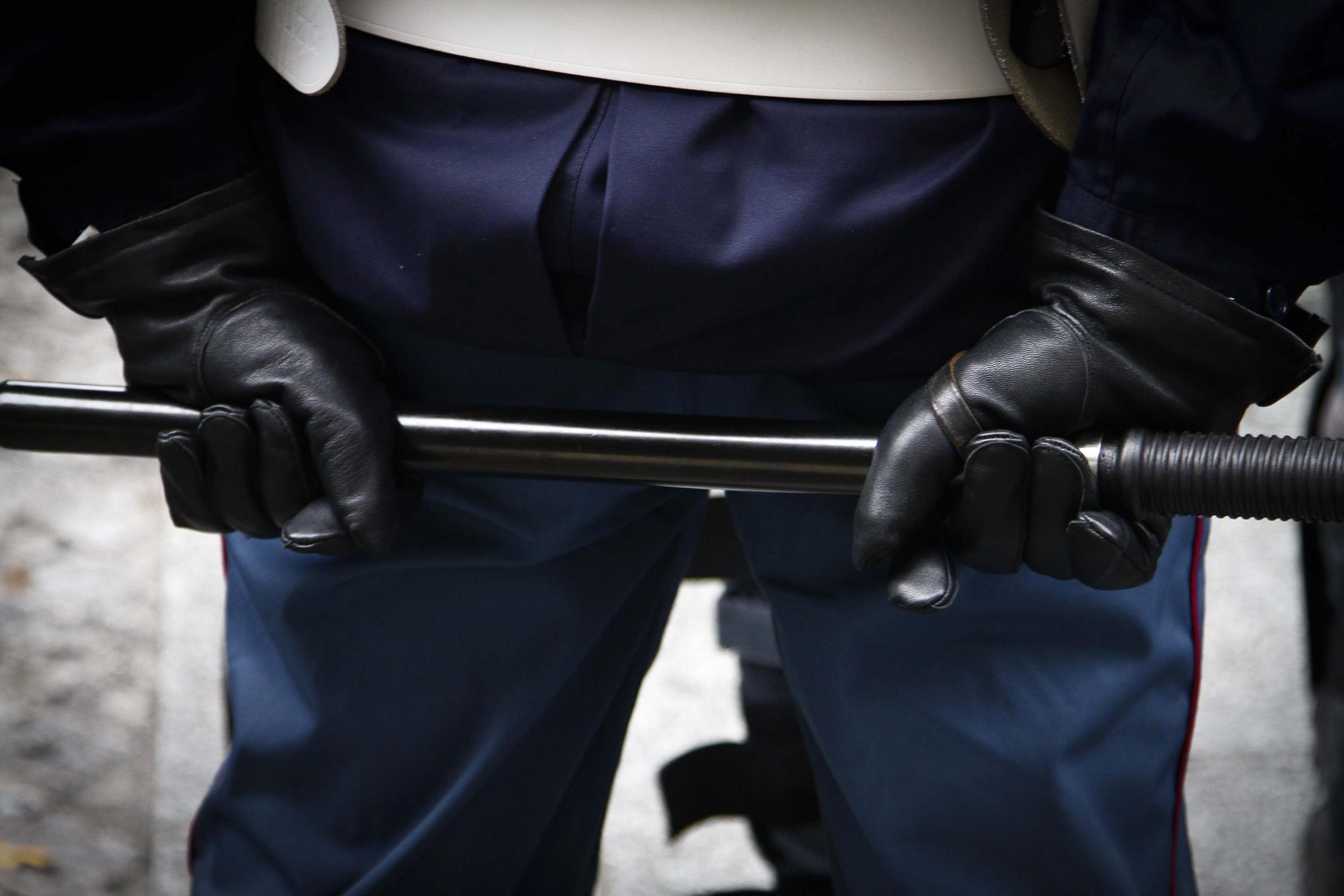 Poliziotti applaudono gli assassini di Federico Aldrovandi: una petizione per identificarli