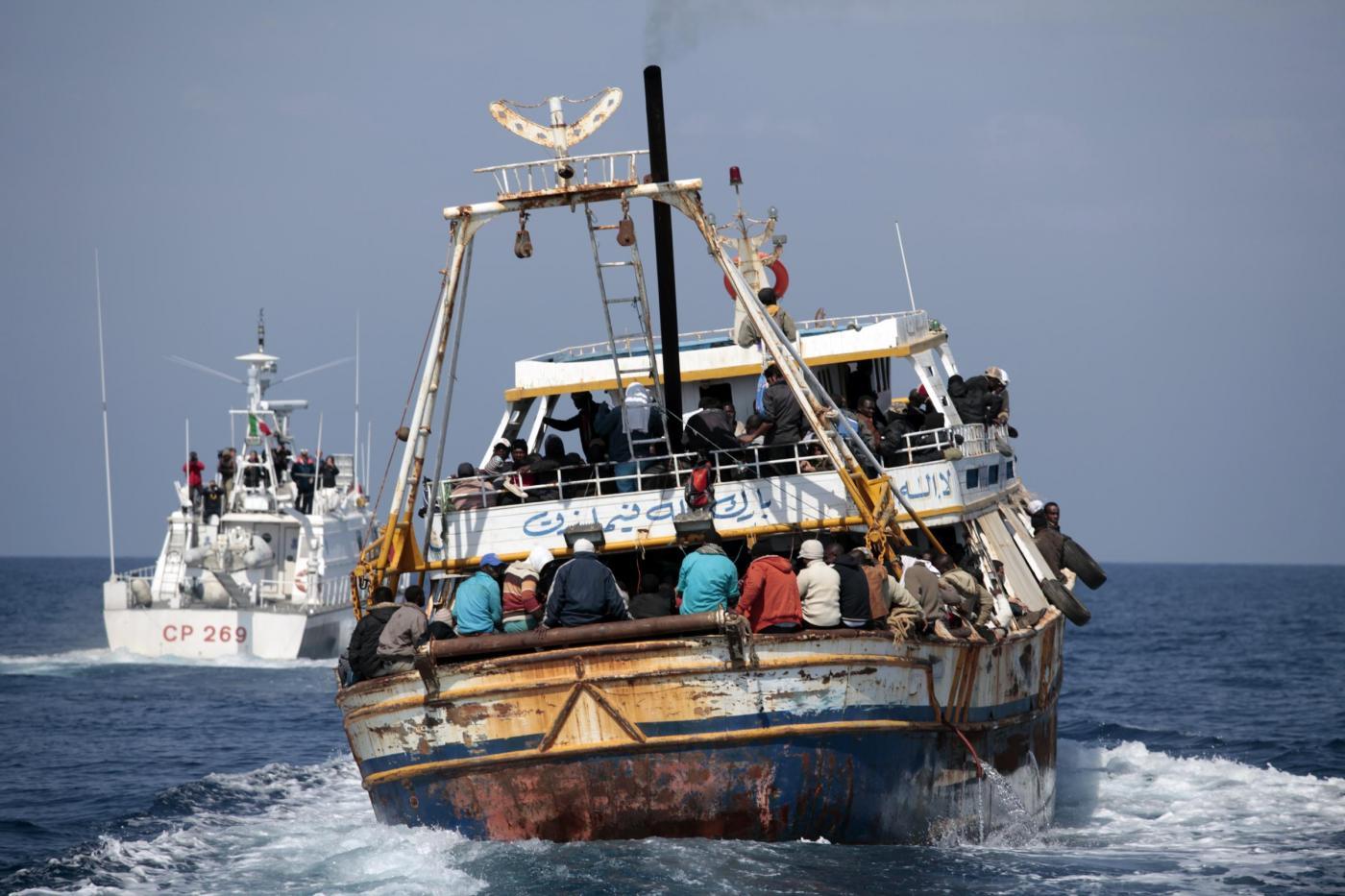 """Immigrati, emergenza sbarchi in Sicilia. Crocetta: """"Evitare allarmismi"""""""