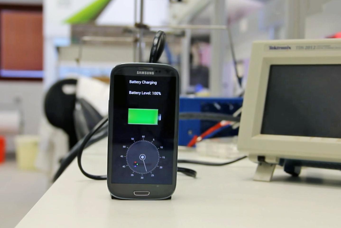 StoreDot charger 30 secondi