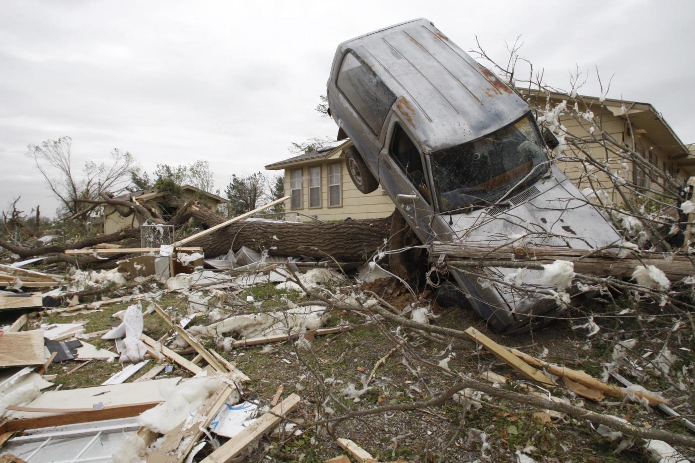 Uragani in Usa, torna l'incubo tornado: decine i morti