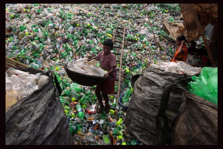 Come riciclare correttamente i contenitori di plastica