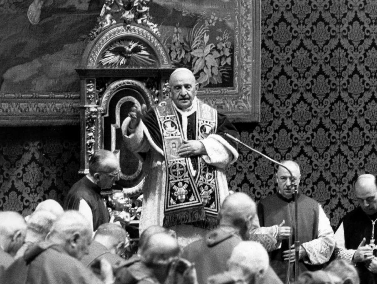 Giovanni XXIII santo senza miracolo? Biografia e opere del Papa buono