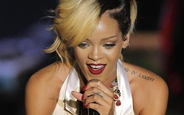 Rihanna: tatuaggio del nome di Drake solo se è vero amore