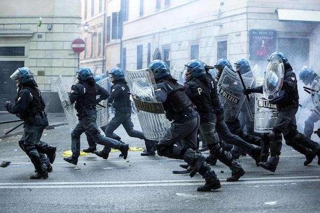 Polizia violenta, tutti i casi di vergogna italiana