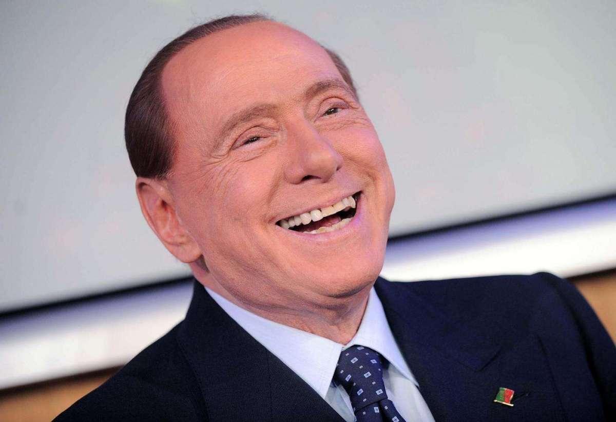 Silvio Berlusconi a Domenica Live: tasse, servizi sociali, Francesca Pascale e Dudù