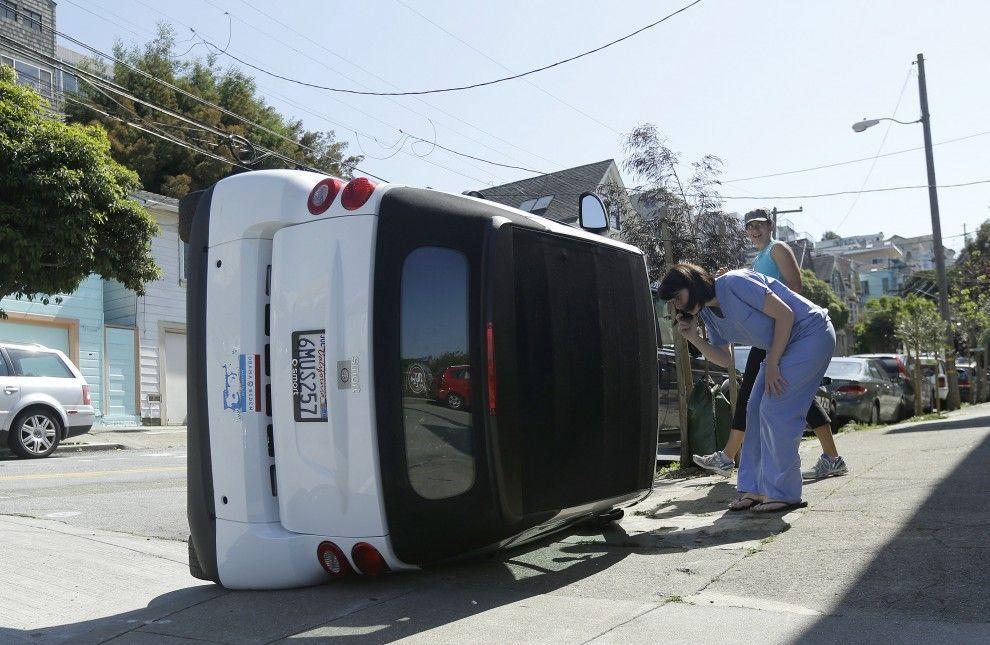 Car flipping: il fenomeno delle Smart rovesciate dilaga negli USA