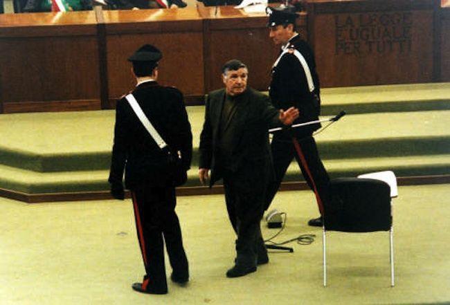 Mafia, trasferimento di massa per i boss: Riina e Provenzano cambiano carcere