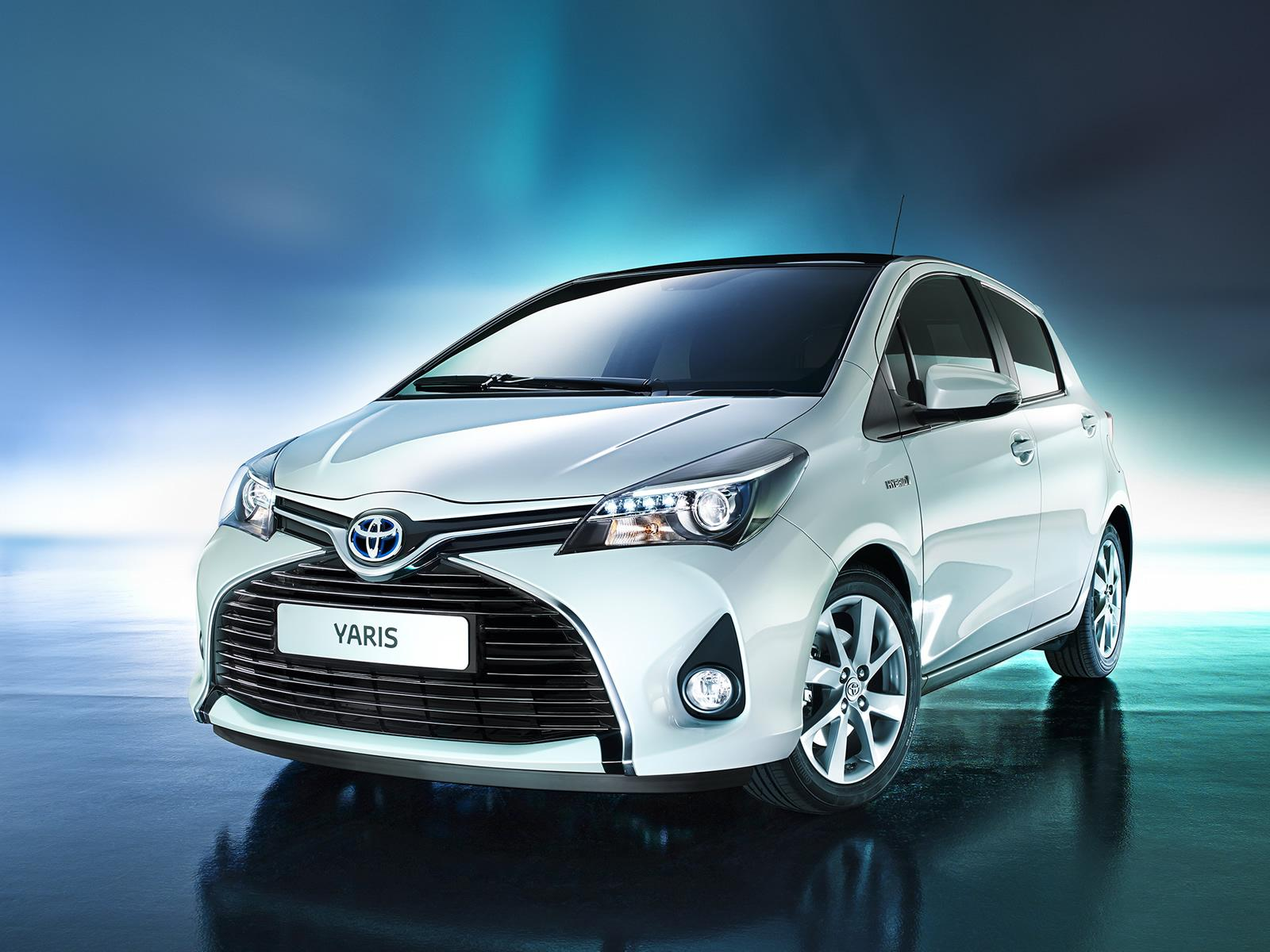 Toyota Yaris 2015: scheda tecnica e interni