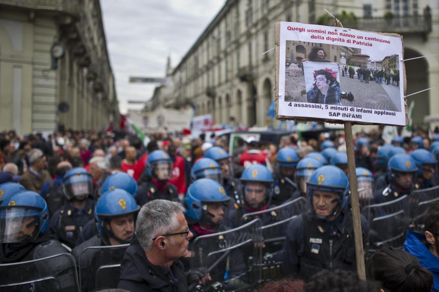 Tensioni al corteo del Primo Maggio a Torino