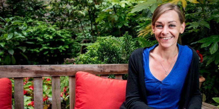 La gente felice legge e beve caffè: la speranza di ricominciare in un romanzo di Agnès Martin-Lugand