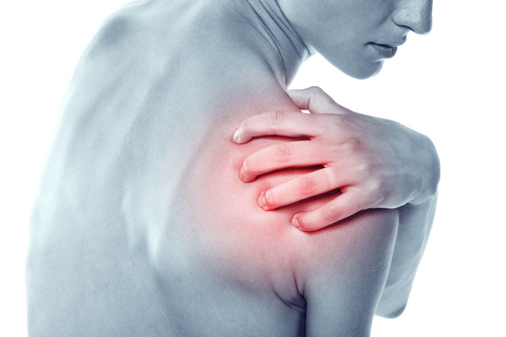 Dolore alla spalla, i sintomi e gli esercizi da fare