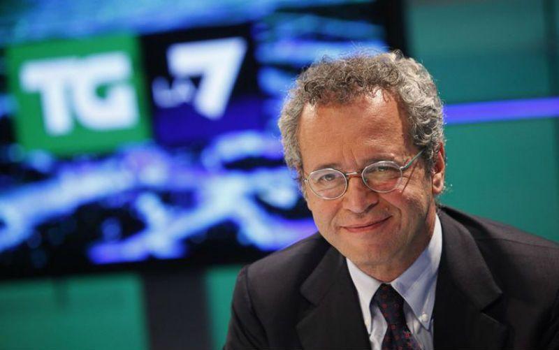 Enrico Mentana al Tg La7 senza fiato: non riesce a leggere i titoli