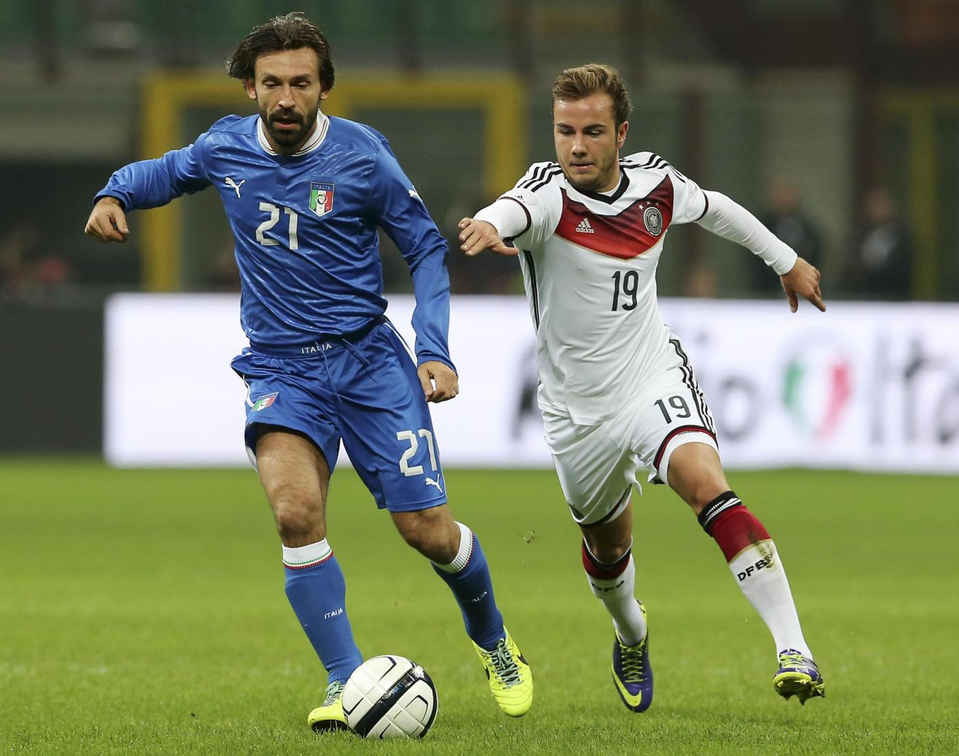 Mario Gotze con Pirlo