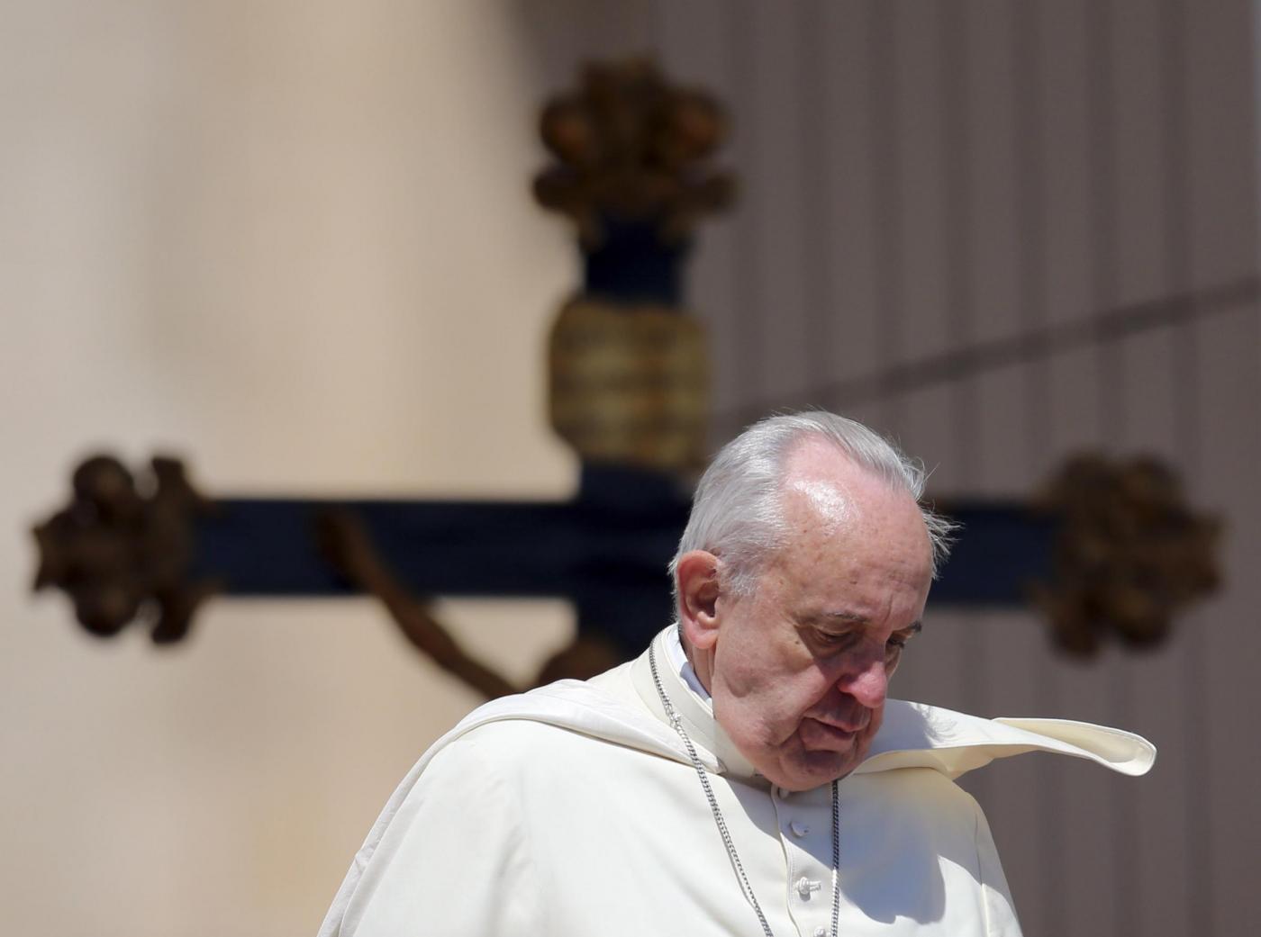Papa Francesco rinuncia alla rivoluzione in Vaticano: al via le scomuniche
