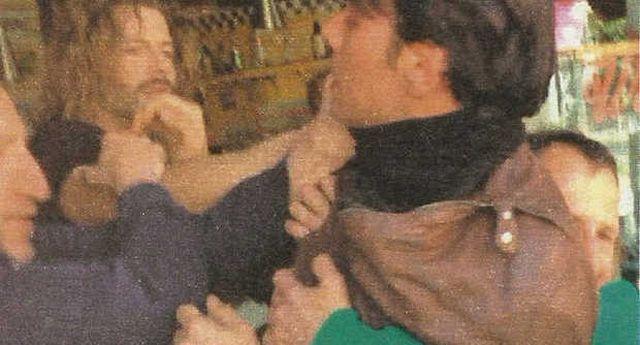 Francesco Testi e Massimiliano Morra, protagonisti di Furore, fanno a pugni in un bar