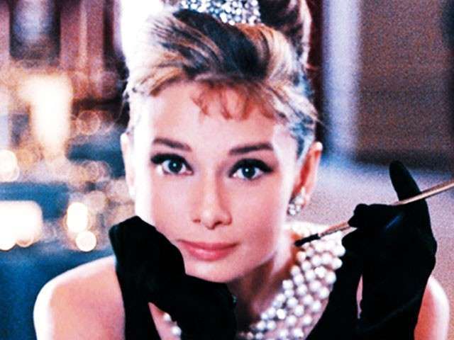 Audrey Hepburn, da Colazione da Tiffany a Sabrina: foto e frasi celebri