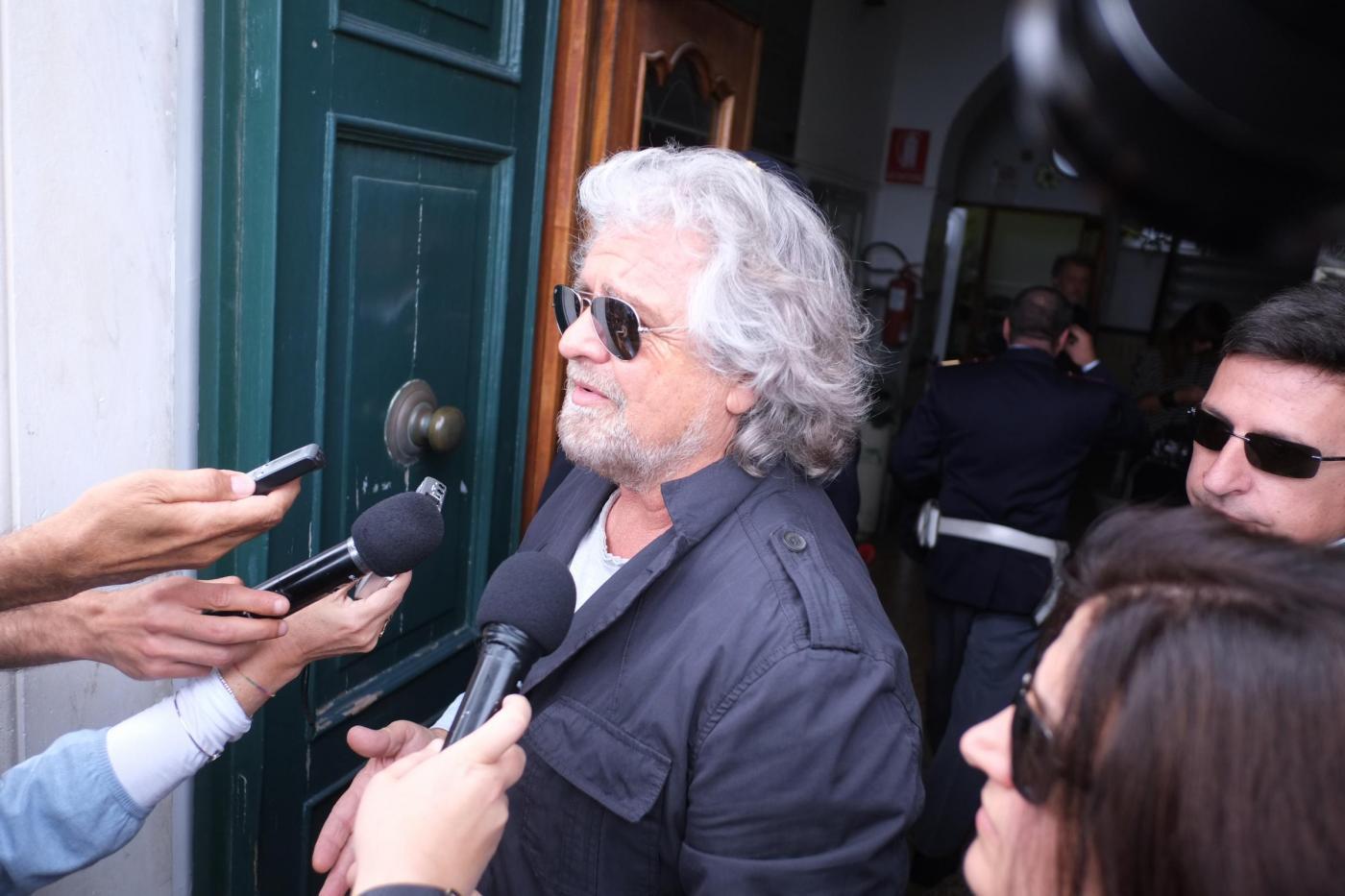 Movimento 5 Stelle perde consensi e voti, ma Grillo grida alla teoria del complotto: la verità sui brogli elettorali