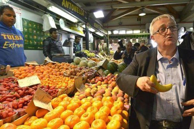 Borghezio a Roma: show fra pane e banane