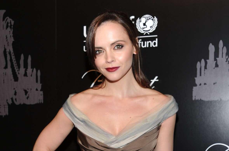 Christina Ricci incinta di James Heerdegen: l'attrice della Famiglia Addams mamma per la prima volta