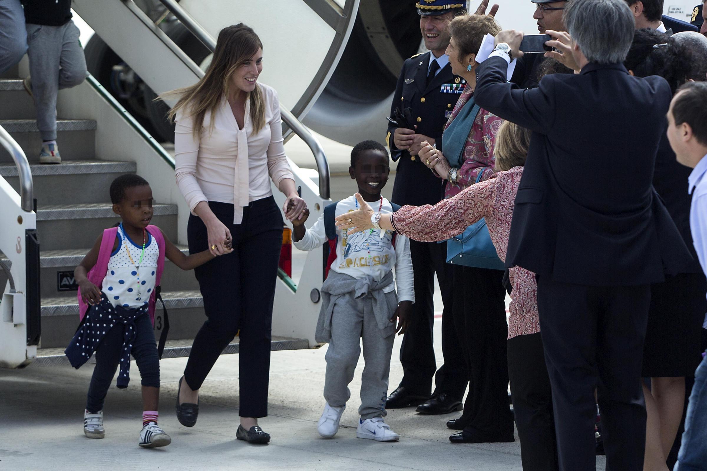 Bambini adottati in Congo: Maria Elena Boschi assume la posizione della missionaria