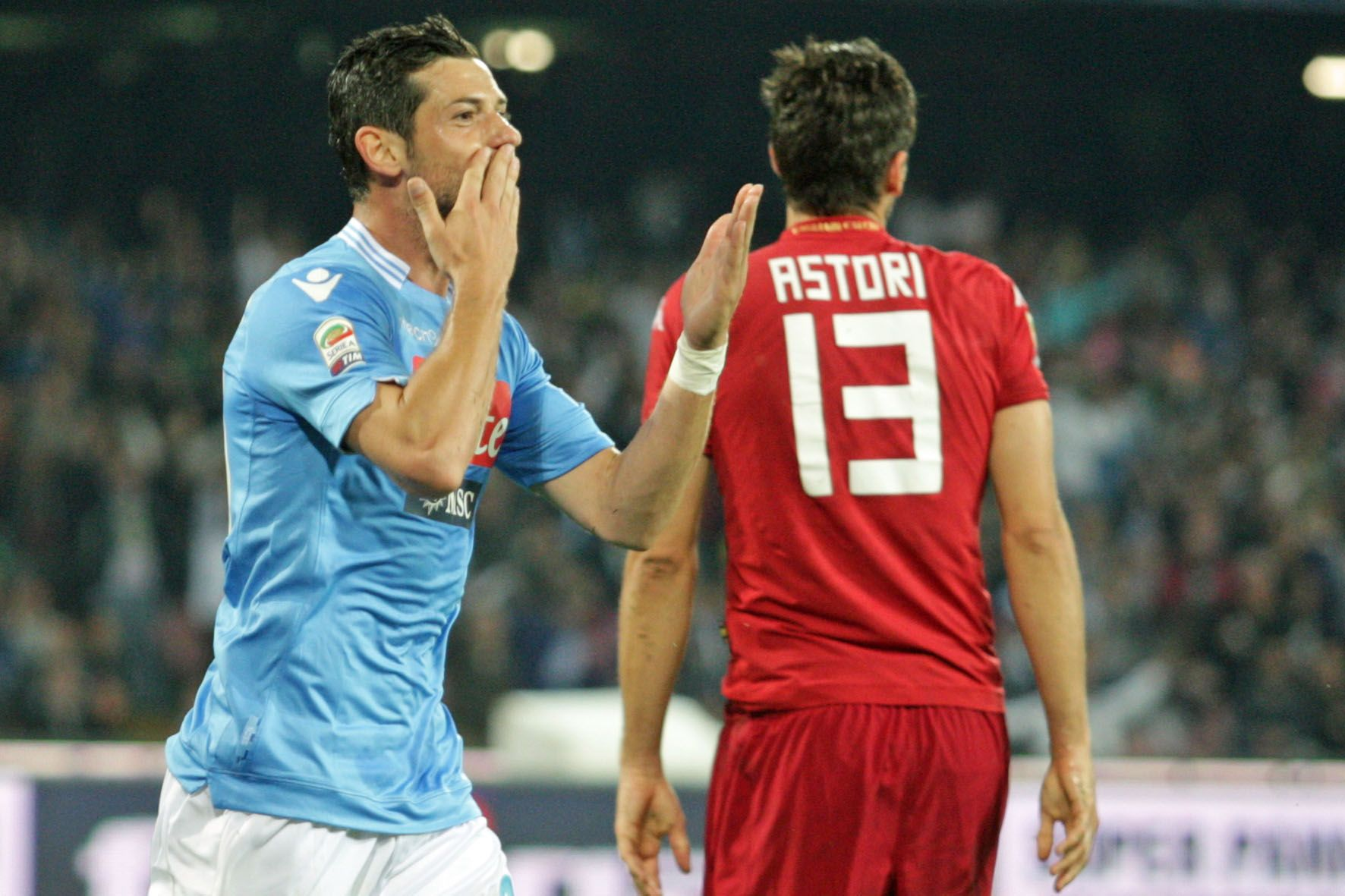 Napoli-Cagliari 3-0: azzurri vincono il posticipo della 36esima giornata