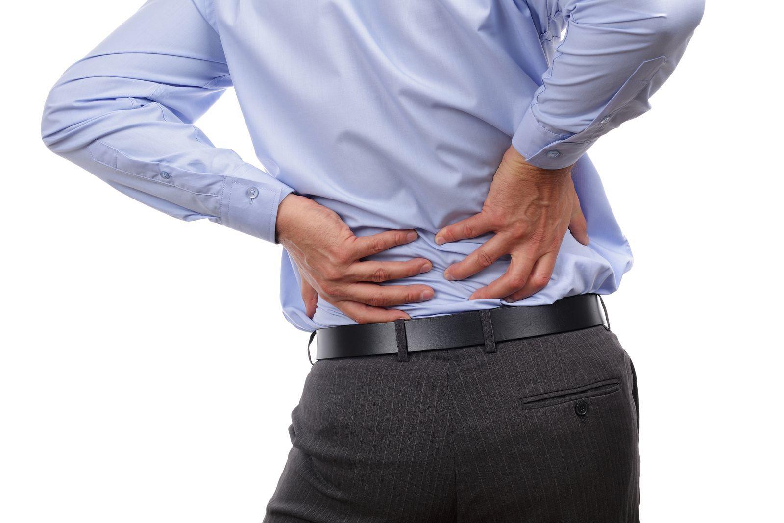 Mal di schiena: gli esercizi per alleviare il dolore [FOTO]