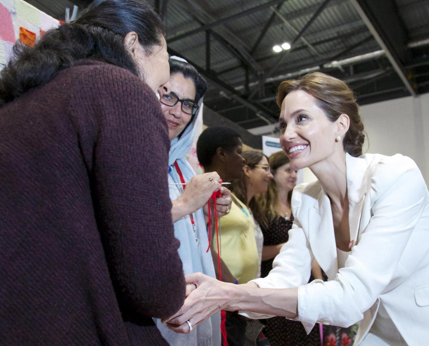 Angelina Jolie contro lo stupro di guerra: a Londra per i diritti delle donne