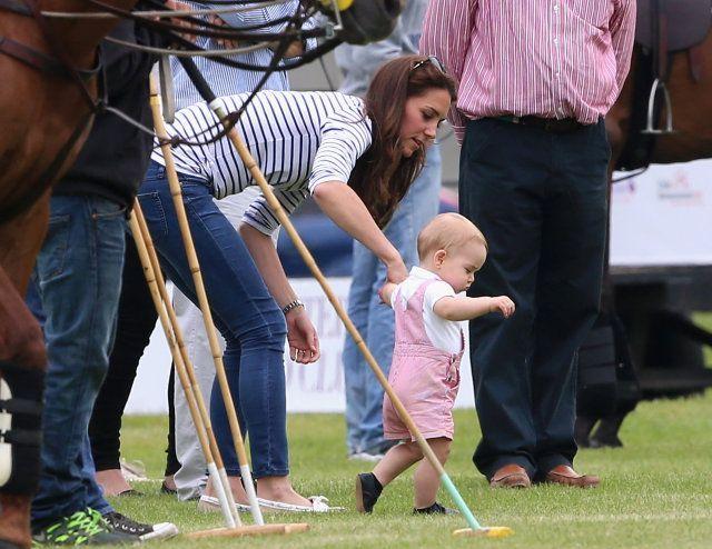 Kate aiuta George