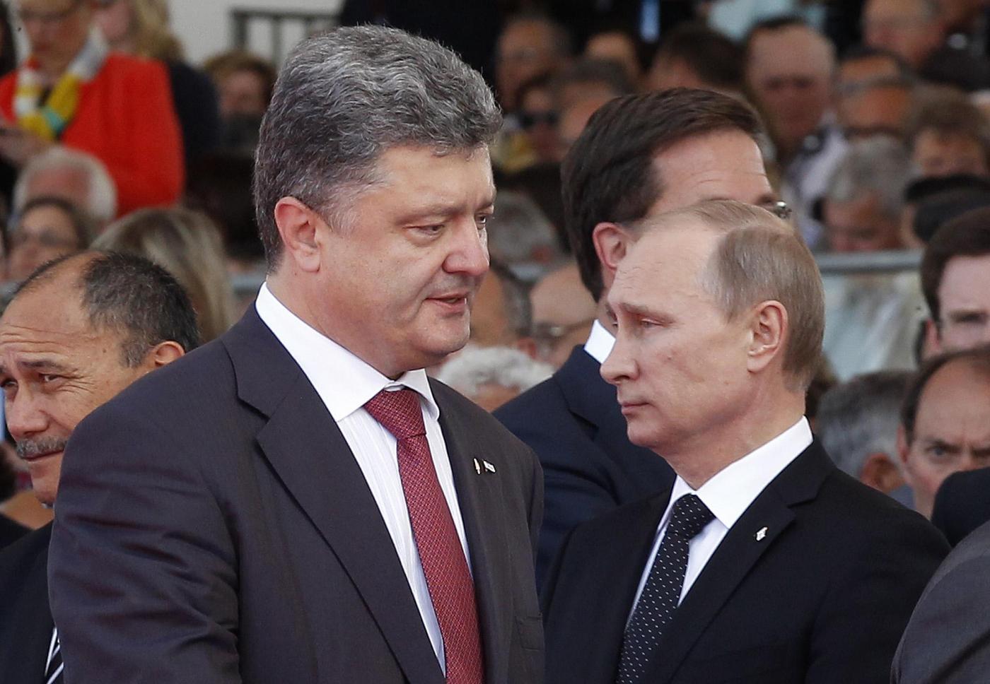 Ucraina: primo incontro fra Putin e Poroshenko, discussione su cessate il fuoco