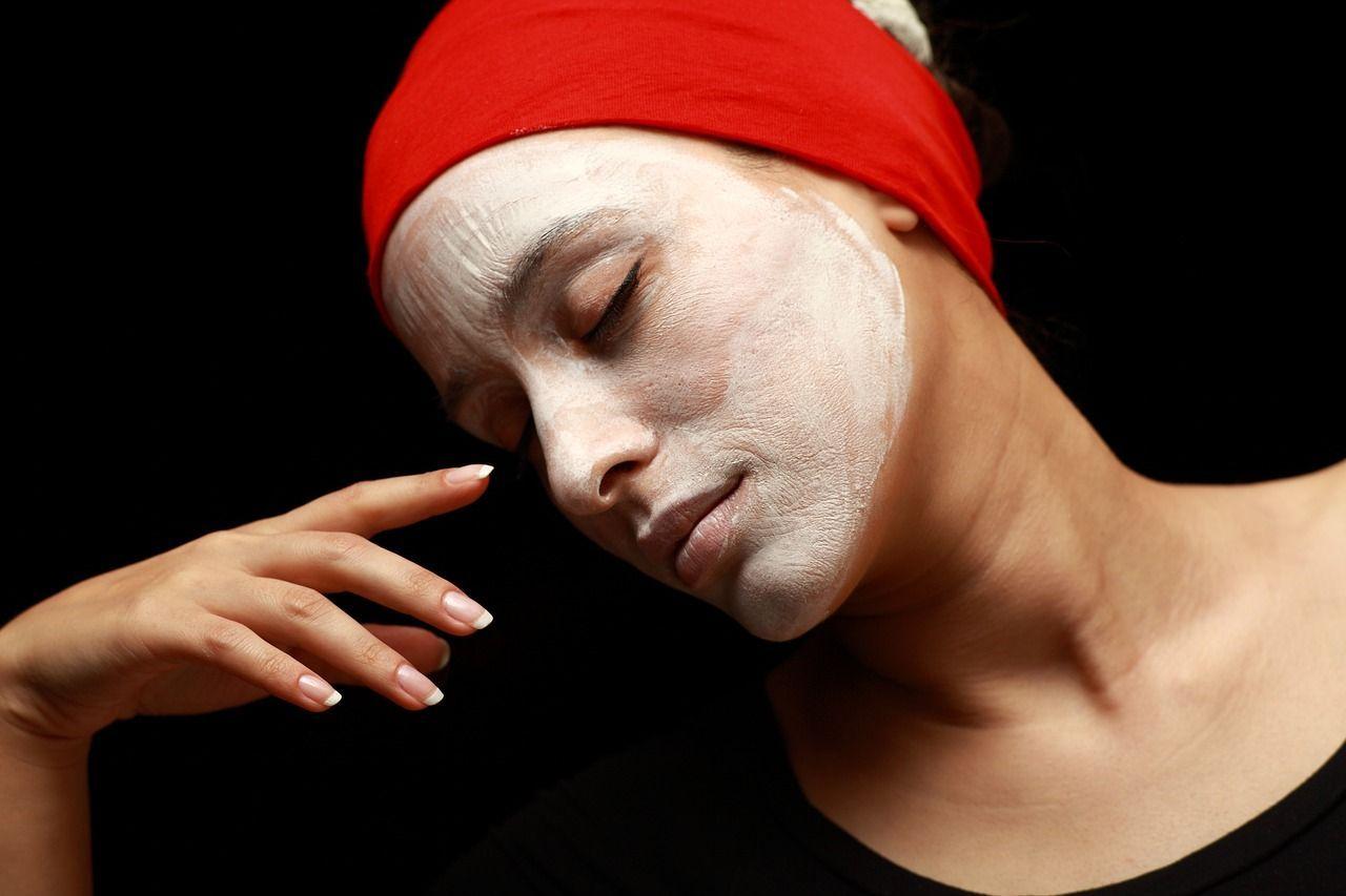 8 cattive abitudini che fanno invecchiare la pelle