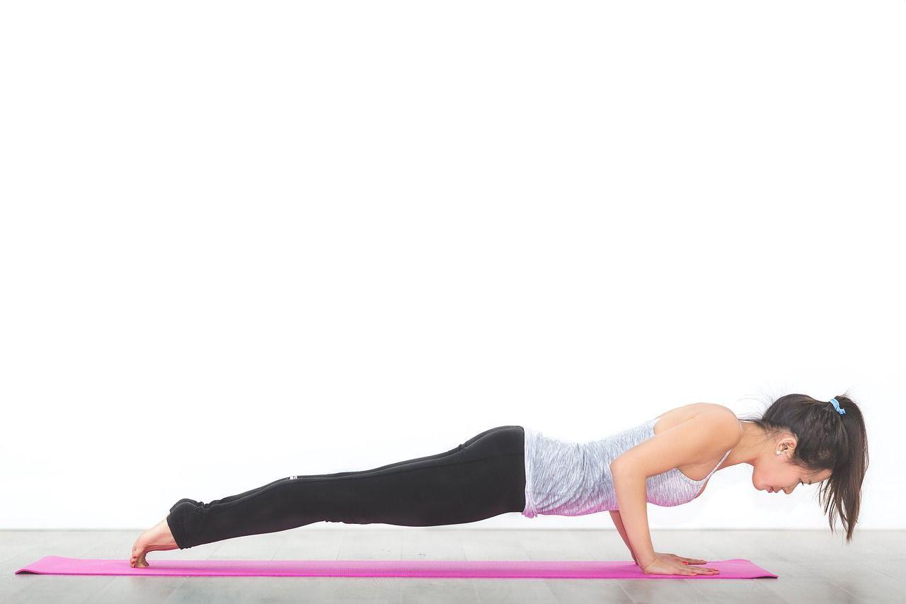 Yoga posizione del bastone