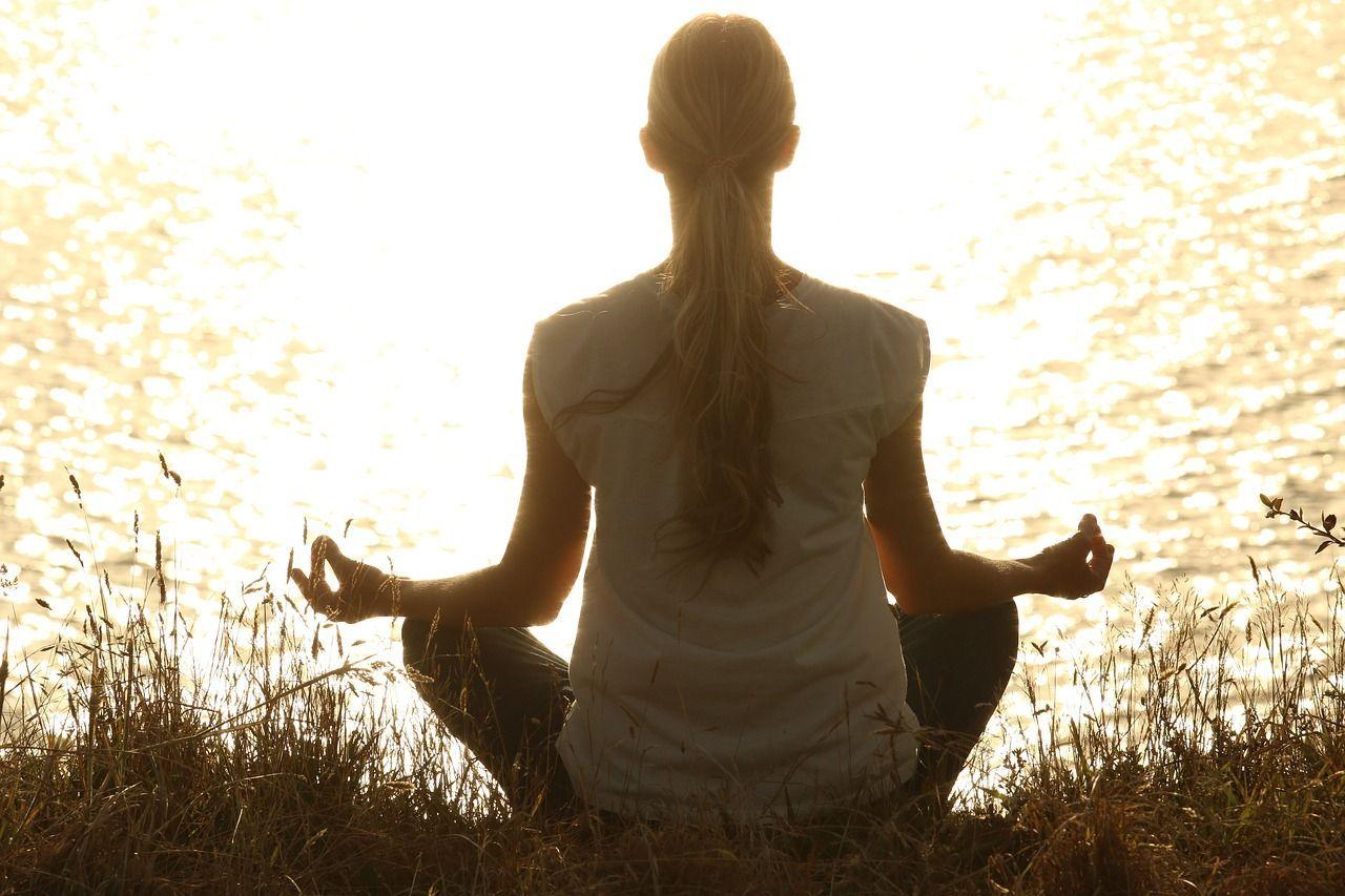 Yoga posizione del saluto