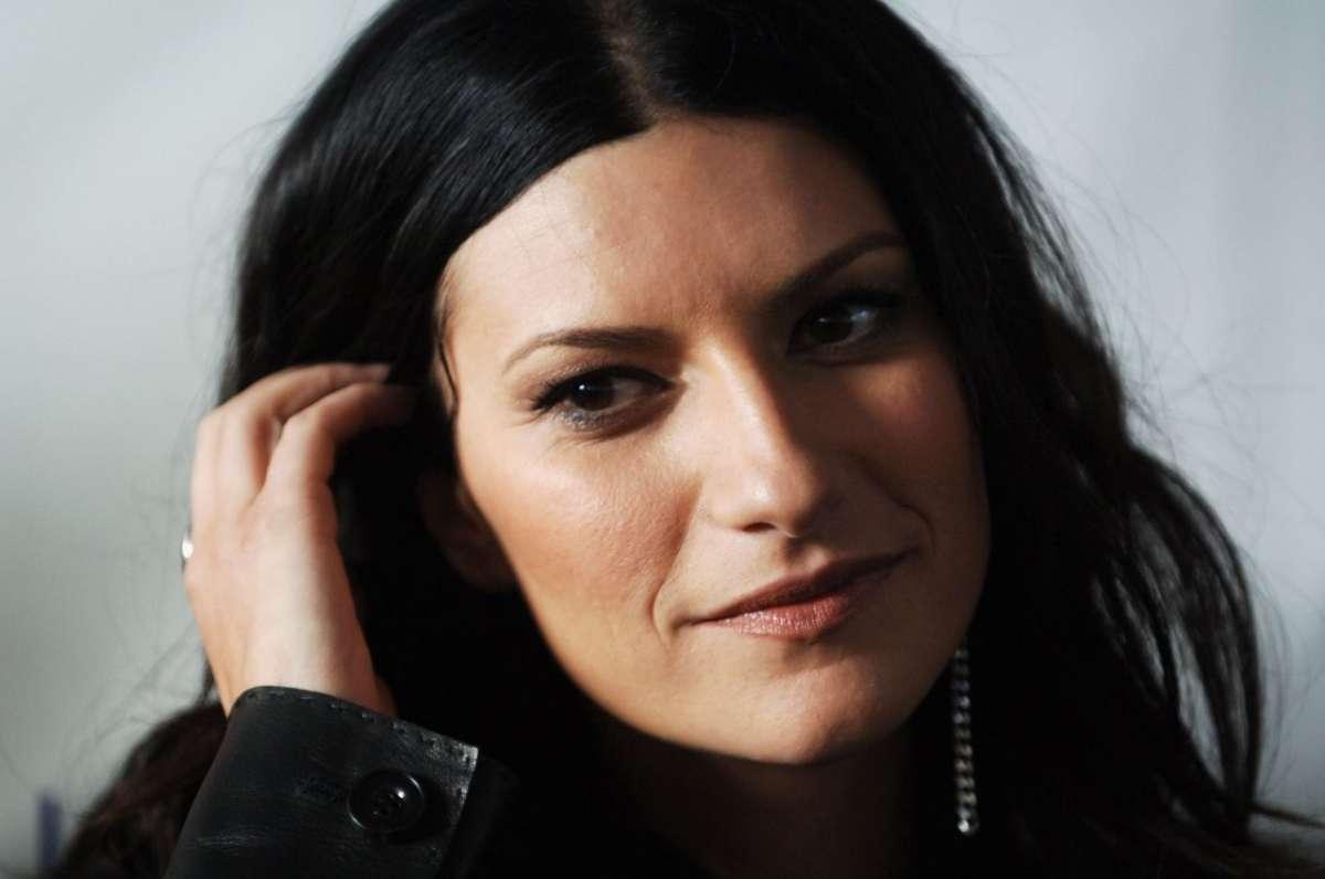Laura Pausini contro l'omofobia: appello sul palco dei Music Awards 2014