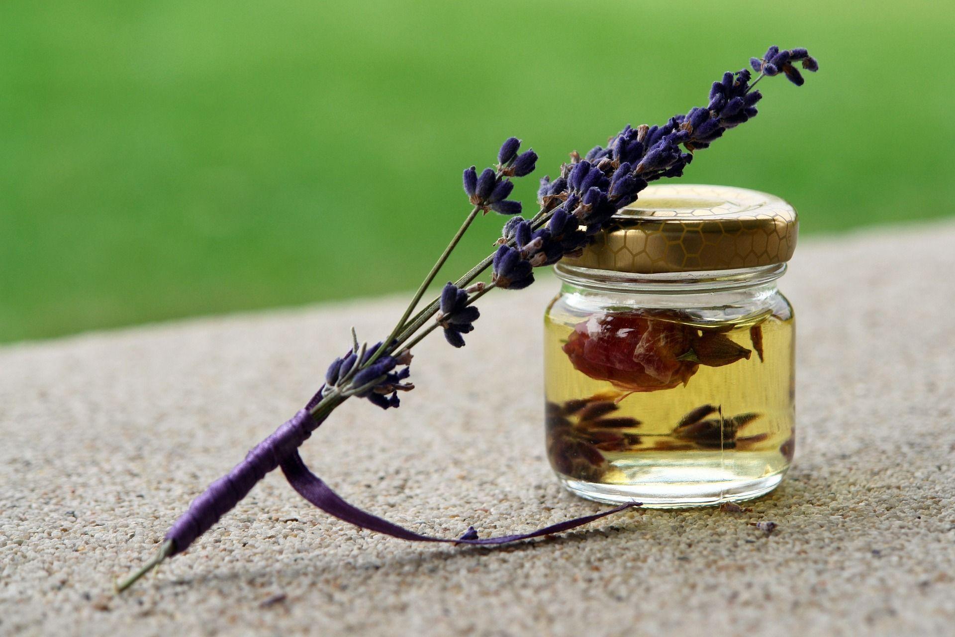 olio essenziale di lavanda rimedi naturali scottature