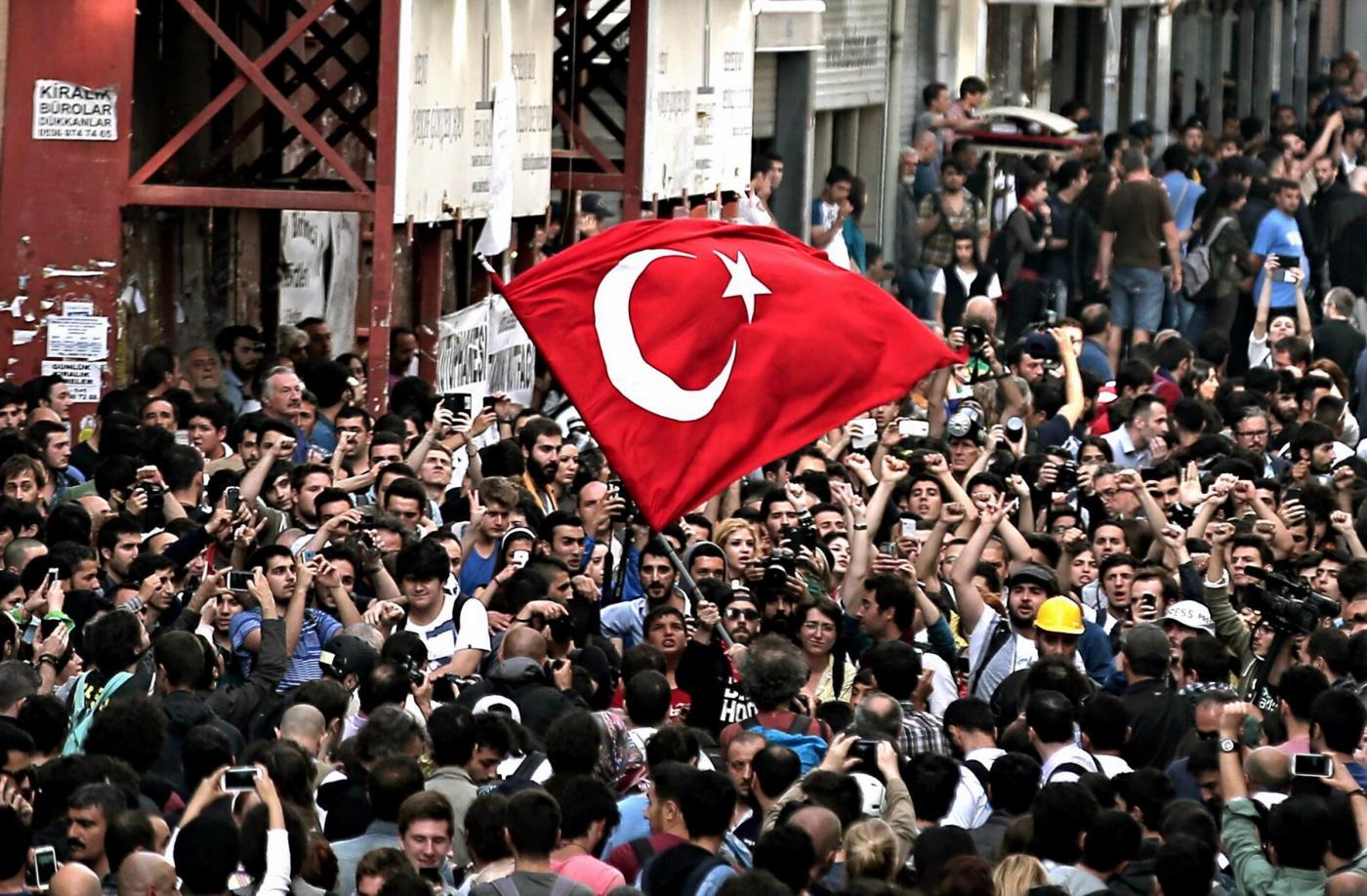 In Turchia si ricorda la protesta di Gezi Park: la polizia carica violentemente i manifestanti