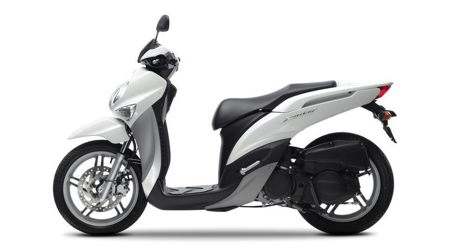 06 Yamaha Xenter 125 2012 Side 3