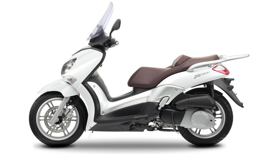 09 2011 Yamaha X CITY 250 EU Competition White Studio 006