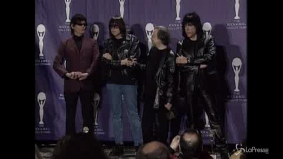 Morto Tommy Ramone, l'ultimo dei Ramones: il batterista aveva 62 anni