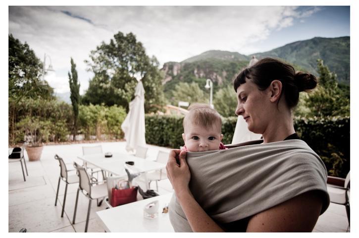 Doppio cognome del padre e della madre al neonato in Italia: come funziona?