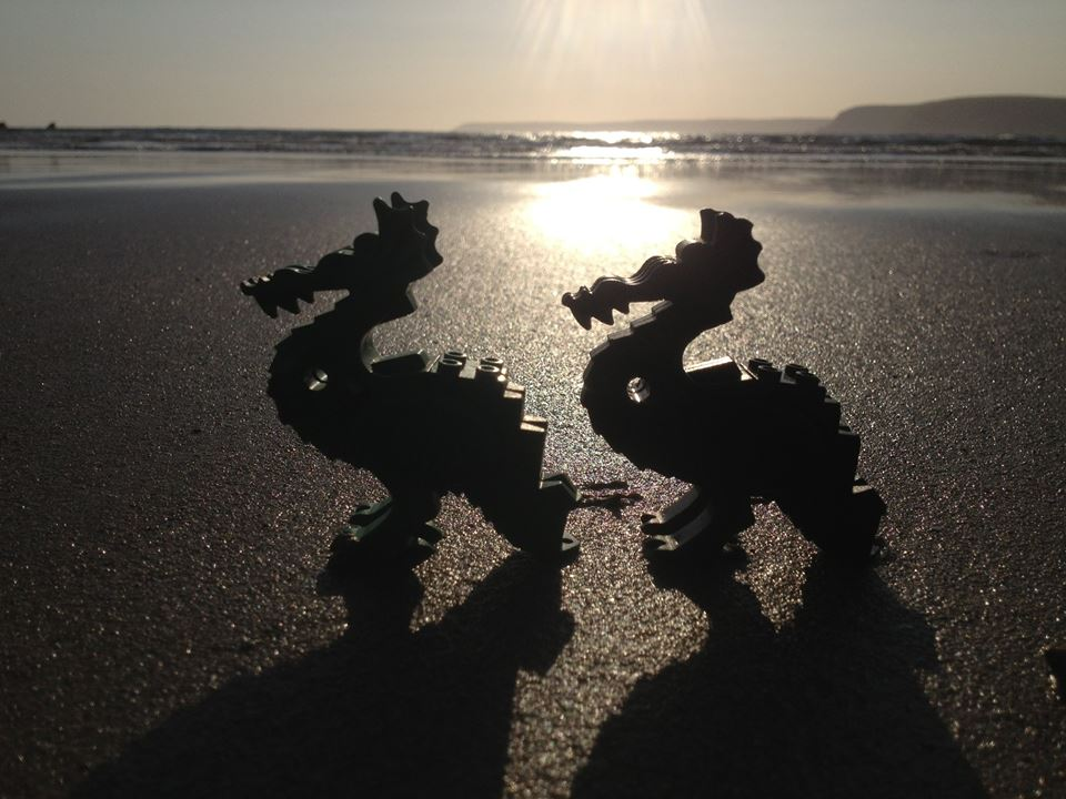 Lego sulla spiaggia in Cornovaglia: riaffiora il carico perso in mare nel 1997